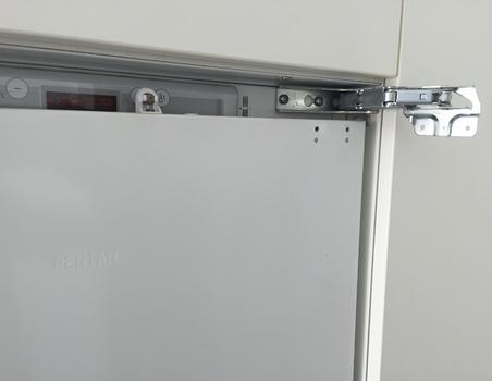 Scharnier oder Dichtung an Kühlschrank ersetzen